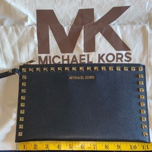100% Authentic Michael Kors Wristlet/Clutch